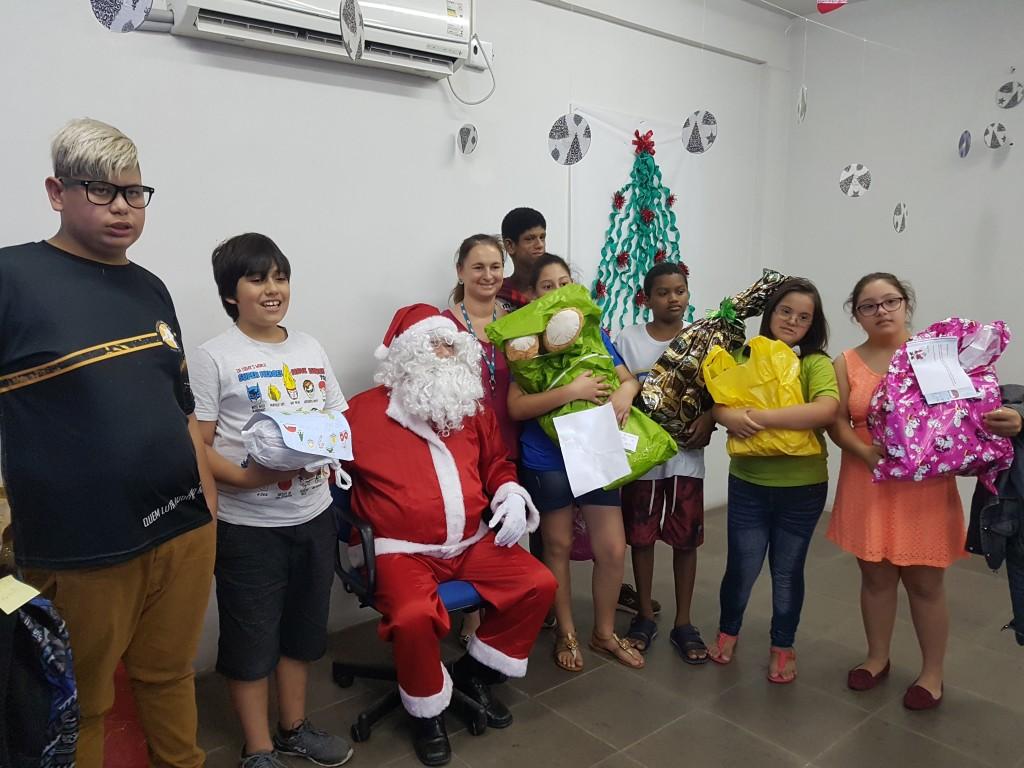 Centenas de crianças recebem presentes em campanha solidária de Natal